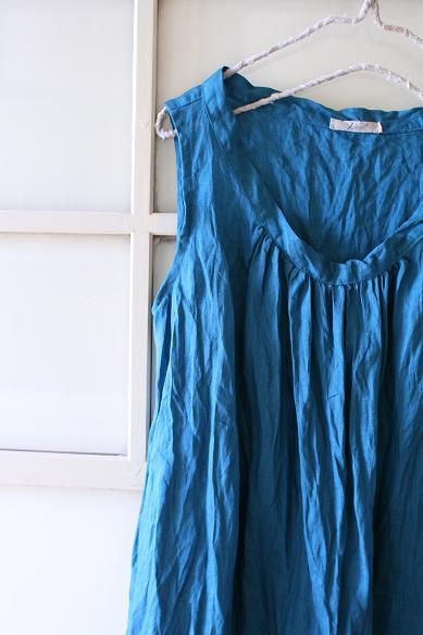 カラーリネンのローマンブラウス(ブルー)