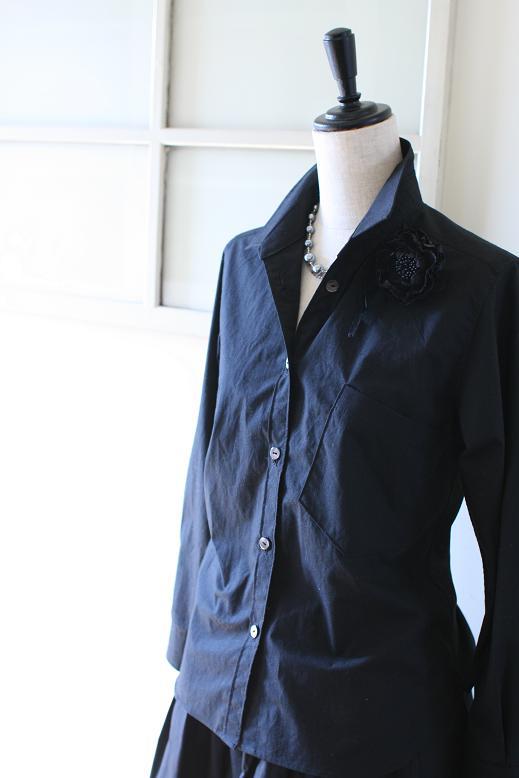 タイプライタークロスの黒いシャツ
