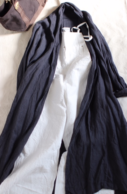 【linenu works in TRUNKエフ・ベース】スタイルアップするローブコート。
