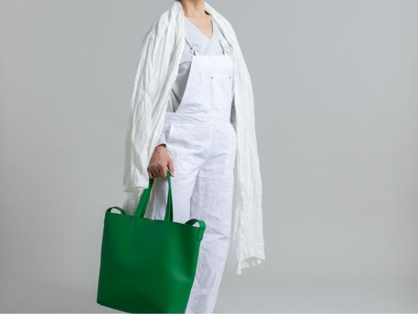 グリーンのバッグのコーデの体型お悩み解決